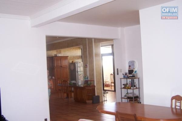 a louer bel appartement f4 rdc