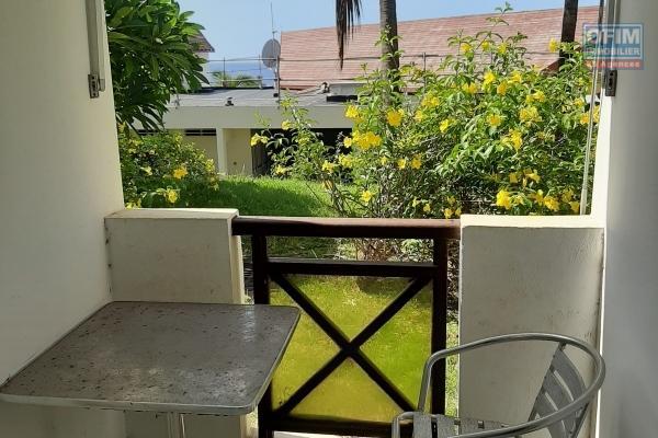 A LOUER studio meublé de 24,90m2 en RDC+ terrasse  sur Boucan Canot à Saint-Gilles Les Bains