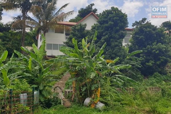 A vendre belle villa type F4 à la Colline des Camélias - Saint Denis - avec vue mer et montagne
