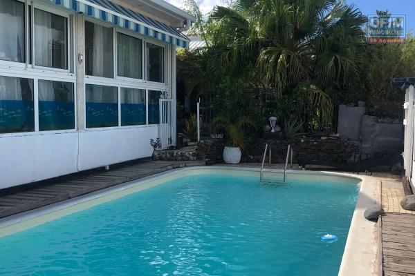 A vendre maison de type 5 avec piscine à piton st leu proche du leclerc portail.