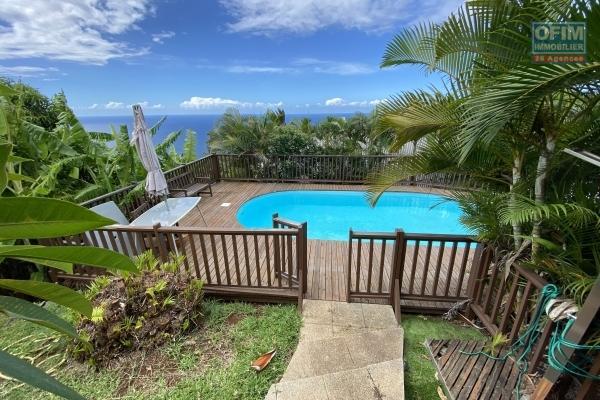 à vendre superbe propriété avec une maison principale de 160 m2 habitable + 2 bungalows (à rénover), le tout sur un magnifique terrain arboré de 2500 m2 avec vue sur la nature à sainte marie.