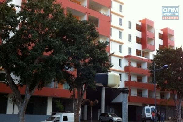 A louer ce bel appartement de type F2 sur la résidence CASTEL ROC à Sainte Clotilde bois de nèfles.