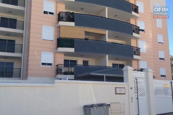 A louer cet appartement F3 sur la résidence LE FLORENTIN à Sainte Clotilde sur l'avenue Lecomte de Lisle .
