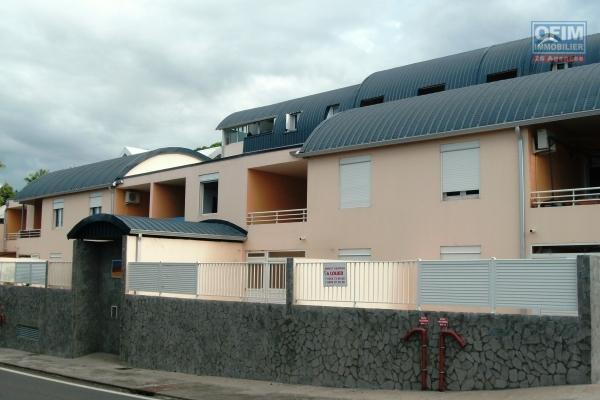 A louer un appartement T2 avec parking sécurisé et terrasse à Saint Denis en face du Parc de la Trinité
