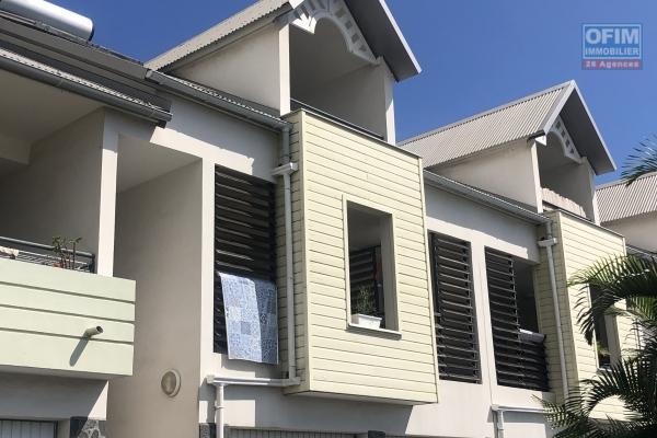 A vendre maison/appartement de type 4 mitoyenne avec vue mer à saint-paul.