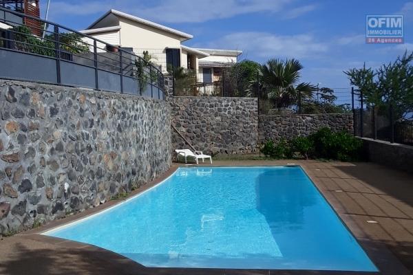 A Vendre Appartement F2 de 44 m2 habitable en rez de jardin dans une Résidence avec Piscine proche plage à la Saline les bains.
