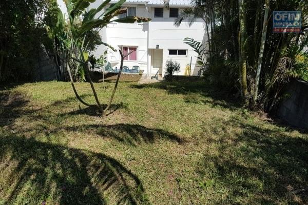 A Louer villa F4 jumelée sur deux nivaux avec une piscine hors sol sur Bois d'olives
