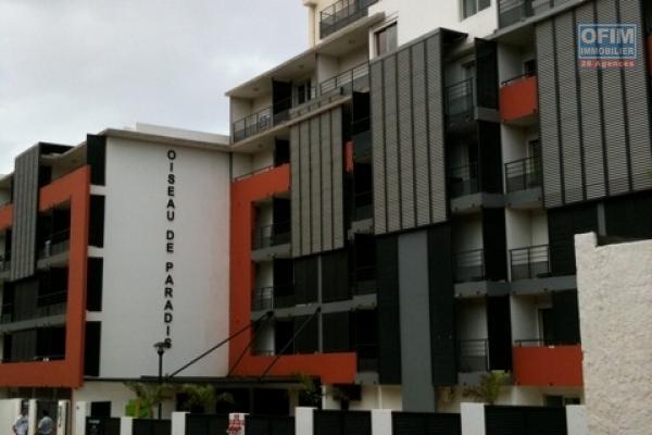 A louer cet appartement de type F1 sur la résidence PIERRE ET MARIE à 2 mn à pied de la faculté de Sainte Clotilde.