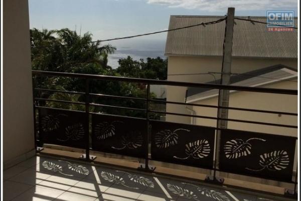 A louer cet appartement de type F1 sur la résidence PROXIMA à Clotilde au pied de la faculté.
