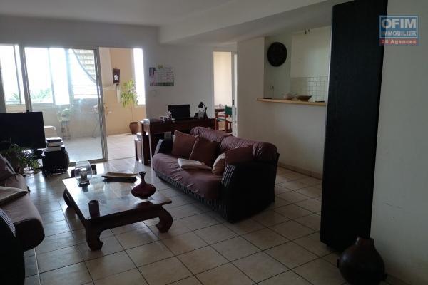 Appartements neufs T3 en VEFA, R+4 de 14 logements dans une rue adjacente à la plage d'Étang Salé Les Bains, à 100 m des commerces