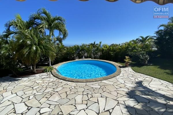 En exclusivité A vendre charmante maison T4  avec piscine, vue mer , à La Montagne dans quartier calme et résidentiel.