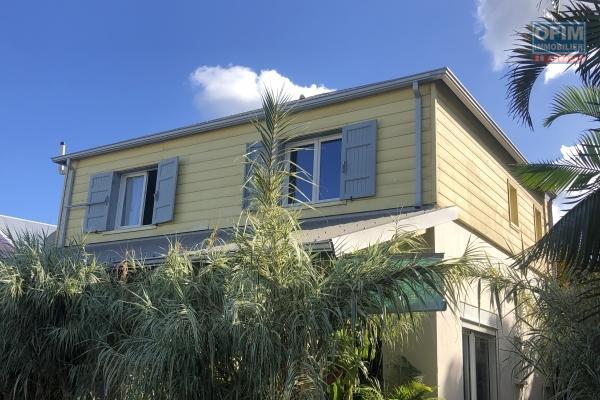 A VENDRE// Magnifique villa NEUVE à étage de type F4 avec PISCINE sur la POSSESSION