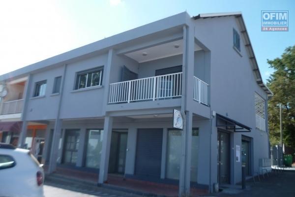 a louer appartement F4 entièrement rénové (de qualité) à saint gilles les hauts, centre ville, proche toutes commodités
