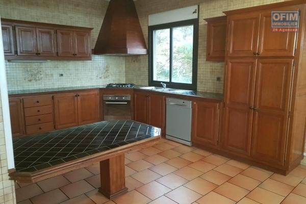 A Louer Appartement de type T3/4 dans une petite résidence au centre ville de L'Etang salé les Hauts.