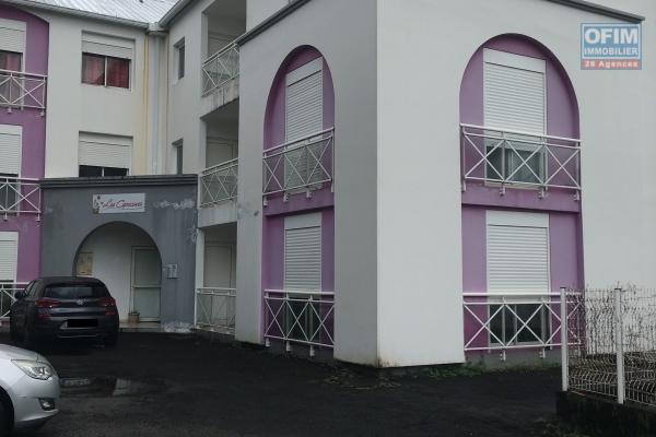 A louer appartement au RDC  avec petite cours de 74,57m2 2 chambres proche centre ville de saint benoit