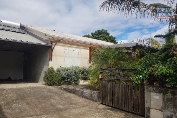 A louer villa F4 en duplex avec piscine Lotissement Carré Bleu