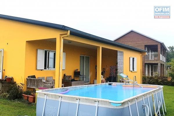 A Vendre jolie villa F6/7 pleine de charme proche du centre ville de St Joseph avec magnifique jardin, A voir absolument !