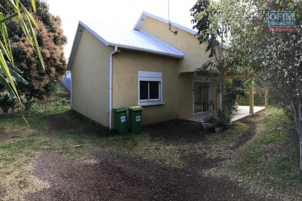 Centre ville - Villa jumelée type F5 de 110 m2 La Rivière Saint Louis