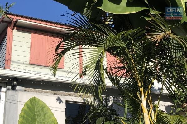 Haut de villa T3+ T2  dans un jardin