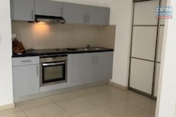 A louer un spacieux appartement T2 avec terrasse et parking privé dans la résidence Coquelicots à Sainte Clotilde