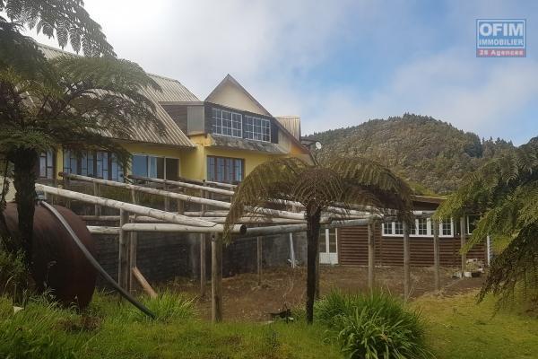 A vendre une immense villa de 16 chambres sur environ 6000m2 de terrain, idéal pour une activité touristique à la Plaine des Cafres.