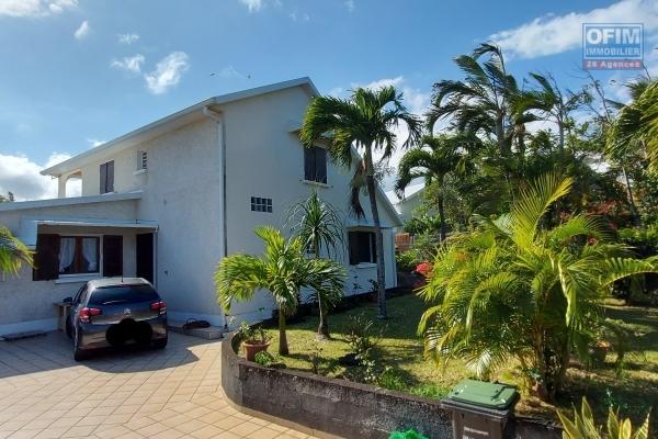 Villa 121 m2 avec piscine, terrain 765 m2, garage, jardin