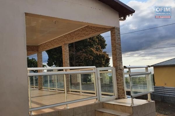 A vendre villa de type 5 de 163 m2 sur parcelle de 642 m2 avec vue mer à la possession.