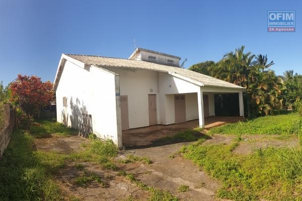 A vendre grande villa de type f4/5 de 125m2 sur un terrain de 1312 m2 à sainte suzanne, deux rives.