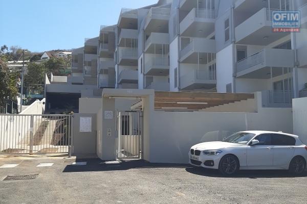 A LOUER// Appartement NEUF de type F3 (duplex) de 87,47 m2 en plein centre ville de Saint-Gilles Les Bains!! (VUE MER)