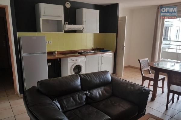 A louer joli appartement MEUBLE de type F2 d'environ 43 m² au centre ville du Tampon