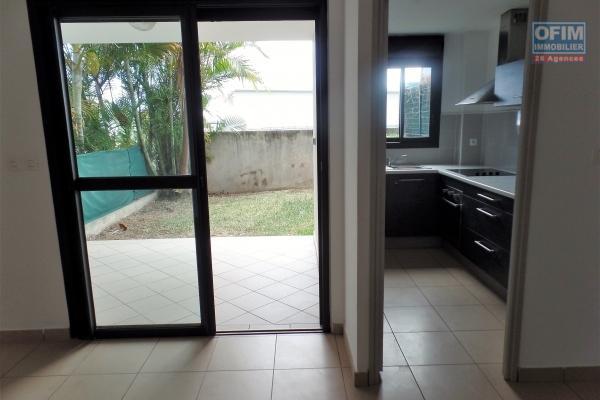 Appartement T2 de 53.70 m² avec varangue et jardin de 20 m² avec petite vue mer et belle vue montagne.