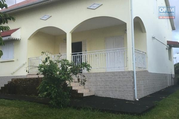 A louer grande villa 5 chambres Sainte Anne Chemin du Cap
