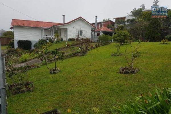 A louer magnifique et grande villa de type F4 d'environ 124 m² avec garage à la Plaine des Cafres