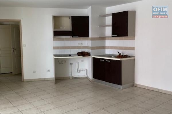 A louer cet appartement de type F3 sur la résidence PAPYRUS à Sainte Clotilde.