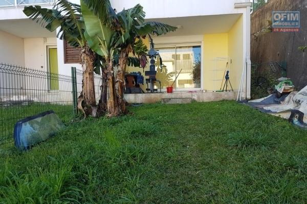 A vendre joli appartement de type F2 avec terrain proche centre ville au Tampon