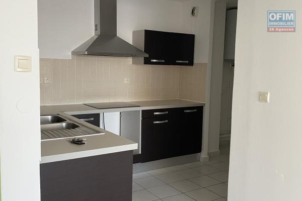 A louer cet appartement de type F2 sur la résidence Les Ambrevattes sur la rue Lory les Hauts à Sainte Clotilde