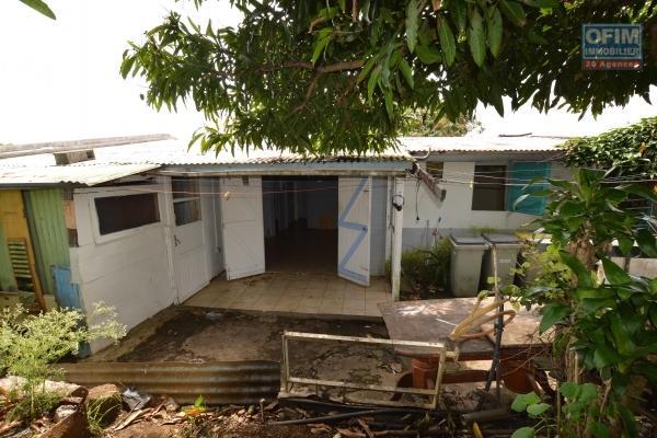 compromis en cours !! ofim vous propose en exclusivité à la vente cette ancienne maison F4 à rénover de 90 m2 habitable, sur un terrain de 280 m2, à sainte suzanne, bagatelle.