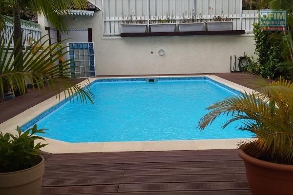 VILLA F 4  avec piscine 6 MN de SAINT PIERRE