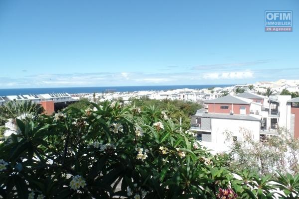 Immeuble composé de 4 appartements T4,T3,T2 et T1 en hypercentre de St Pierre avec jardin sur 477 m² de terrain, vue mer et montagne imprenable.