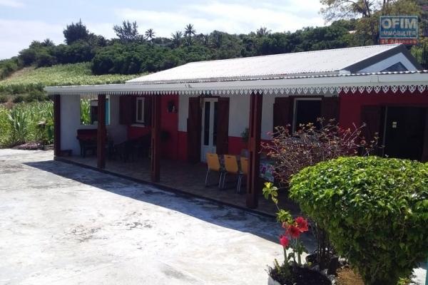 A vendre jolie  villa 3 chambres à Manapany  avec une superbe vue mer