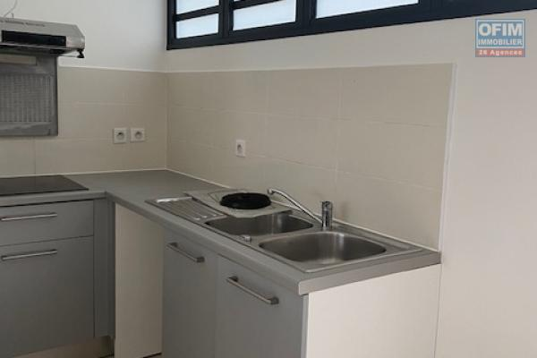 A Louer cet appartement F2 récent dans la résidence  CITRONNELLE rue Maurice Ravel à Sainte Clotilde.