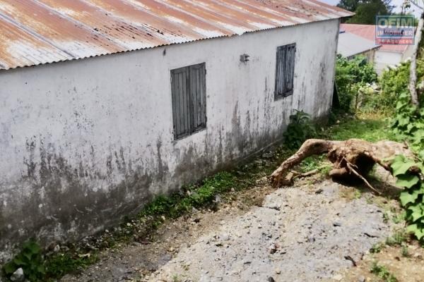 Maison à rénover entièrement au Tampon
