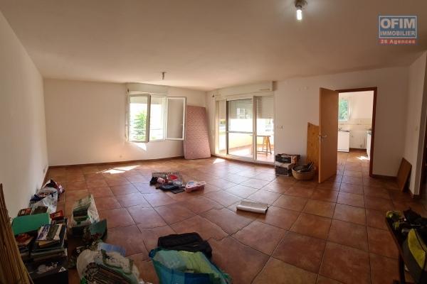 A vendre magnifique et grand appartement de type F2 d'environ 64 m² proche du centre ville au Tampon