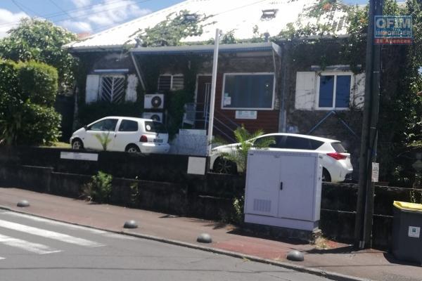 Maison de ville rue principale Tampon