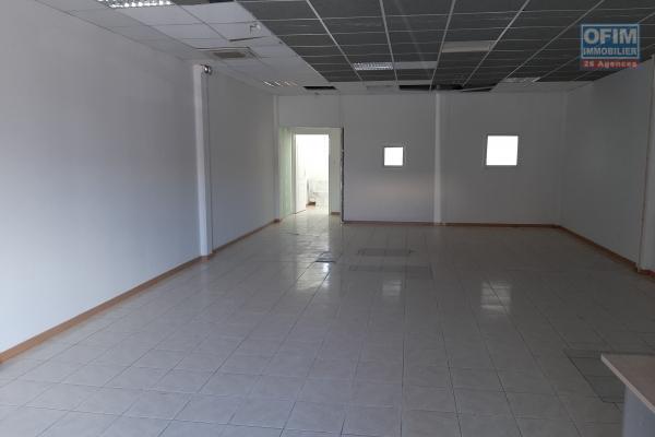 beau local commercial de 83 m2 en rdc climatisée normes ERP