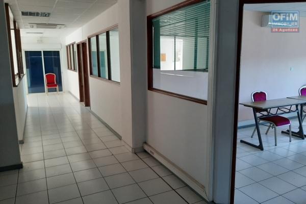 A Louer bureaux de 263 m2 au 1er étage d'un immeuble avec ascenseur