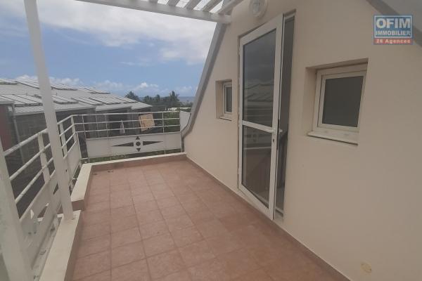 A LOUER// Spacieux appartement DUPLEX de type F3 de 65,62m2+petite cour privatif sur la Saline Les Bains à 950,00 euros!