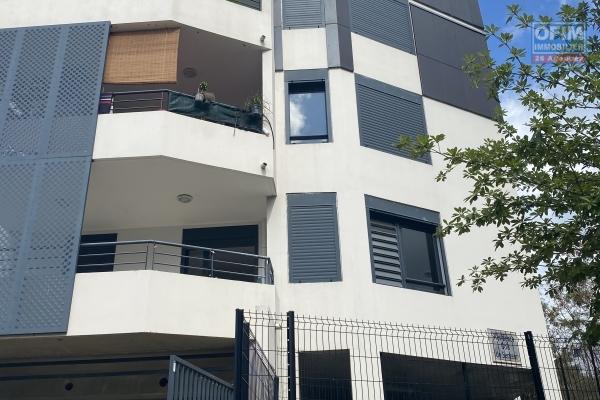 A louer cet appartement F3 Récent sur la résidence BOIS DE SENTEUR à Sainte Clotilde avenue Georges Brassens.