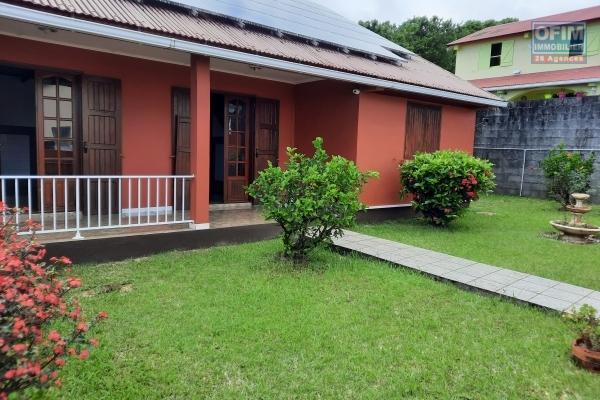 Belle villa duplex F5/6 sur Saint Benoit avec garage fermé et dépendance