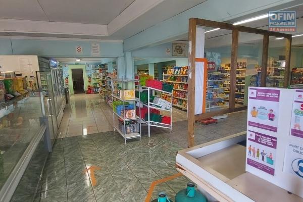 Fonds de commerce alimentation générale, restauration, snack, 220 m2